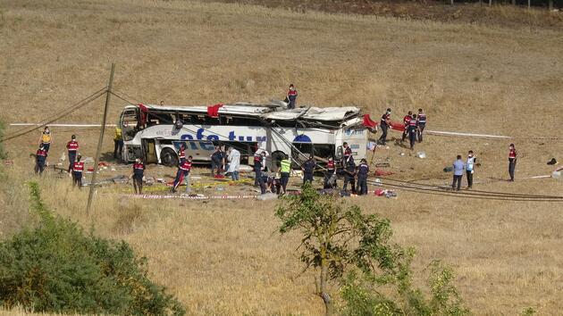Son dakika... Balıkesir'de yolcu otobüsü devrildi: 15 ölü, 17 yaralı