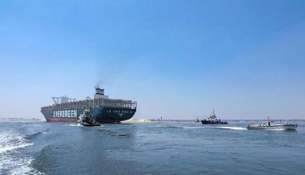 Süveyş Kanalı'nı tıkayan Ever Given, dün kanaldan tekrar geçti