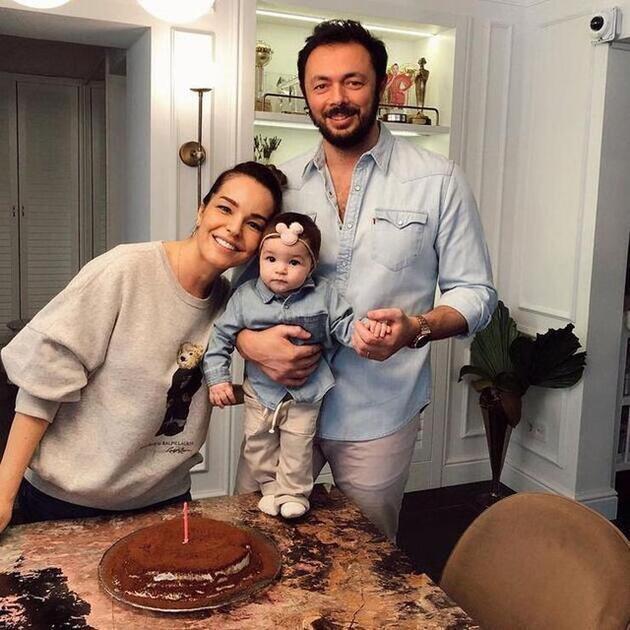 7 aylık hamile olan Bengü'nün kırmızı elbisesine beğeni yağdı