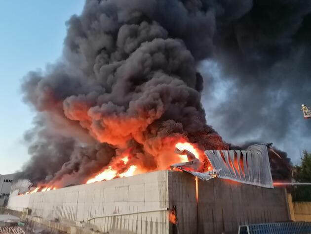 İstanbul Silivri'de plastik fabrikasında yangın