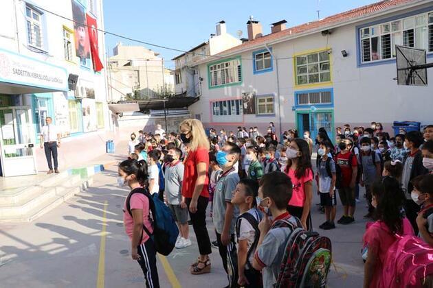 Yüz yüze eğitim başladı: İşte illerden okulun ilk gününden kareler