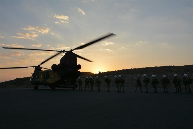 MSÜ Kara Harp Okulu öğrencilerinin nefes kesen paraşüt eğitimi