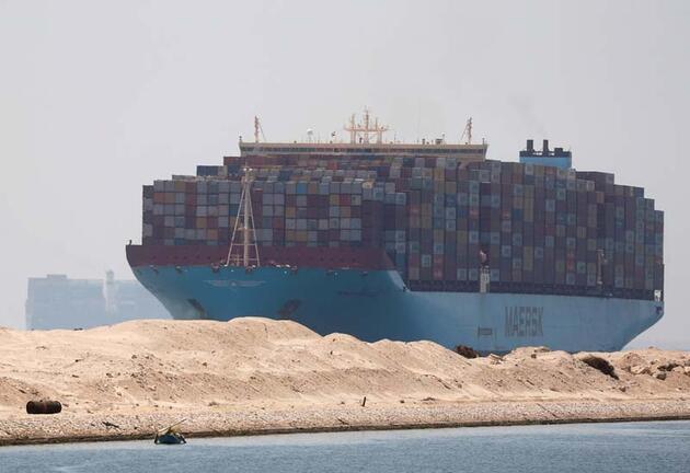 Akıllara 'Ever Given' geldi! Süveyş Kanalı'nda karaya oturdu