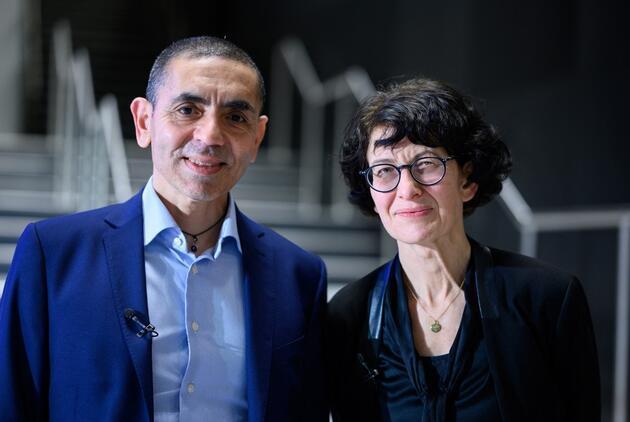 Türeci ve Şahin'in ısrarı milyonlarca hayatı kurtardı: Pfizer'dan önemli aşı açıklaması