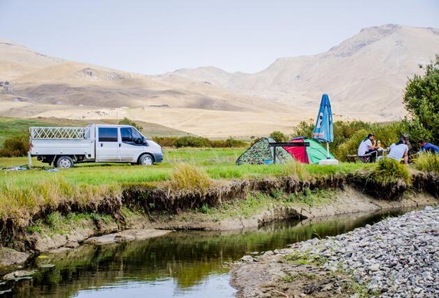 Serin havası ve doğal güzellikleriyle kamp tutkunlarının yeni gözdesi; Faraşin!