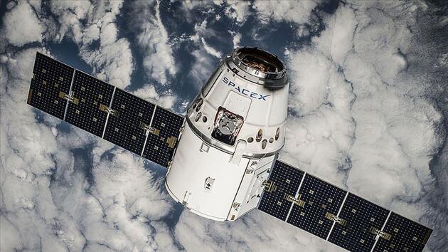 SpaceX'in astronot olmayan yolcuları uzay seyahatine başlıyor