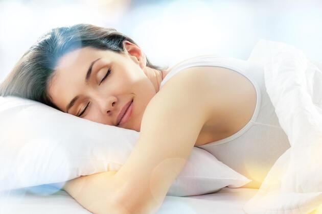 Daha rahat uykuya geçmenizi sağlayacak 6 beslenme önerisi! İşte uyumaya yardımcı besinler