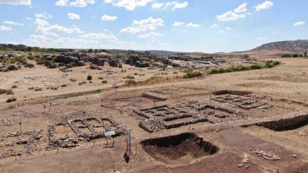 Çayönü Höyüğü'nde 5 bin yıllık sandık mezar bulundu