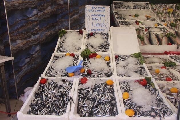 Karadeniz'de istavrit bolluğu; kilosu 8 TL'ye düştü