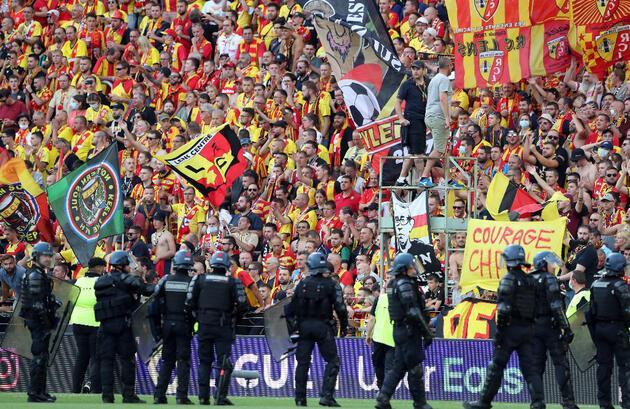 Son dakika... Lens-Lille maçında ortalık savaş alanına döndü!