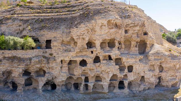 Mahalle halkı kışlık malzeme saklıyordu! 'Apartman' mağaralar ilgi odağı oldu