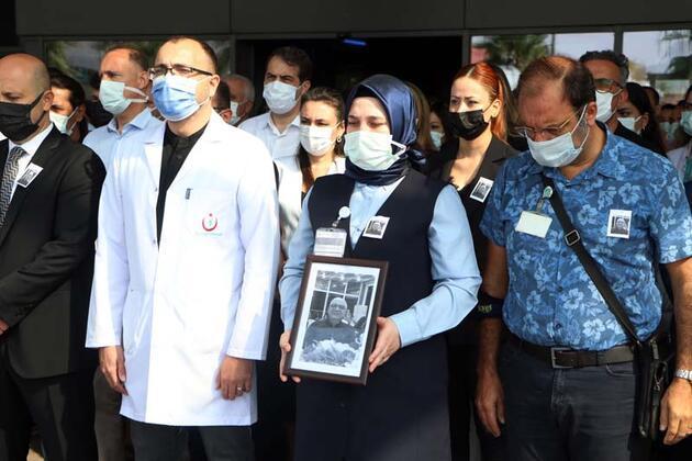 Koronavirüsten ölen doktora hastane önünde gözyaşlarıyla veda