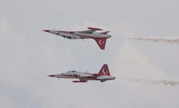 SOLOTÜRK ve Azeri MİG-29'dan nefes kesen gösteri