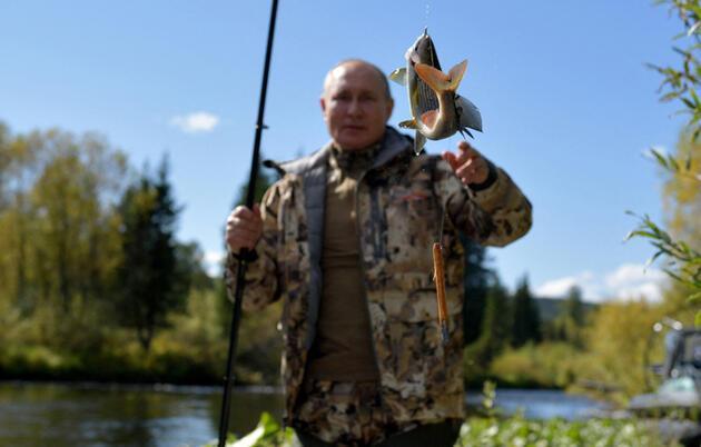 Rus lider Putin'in Sibirya tatilinden kareler: Çadırda kaldı, balık tuttu, arazi aracı kullandı