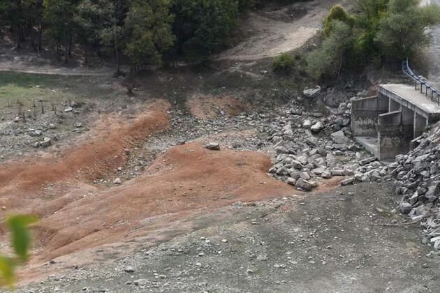 İstanbul'un suyunu karşılayan barajlar kurudu