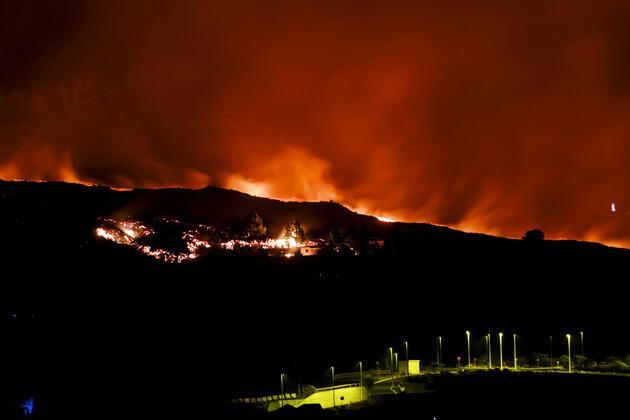 La Palma'daki yanardağ patlamasının ardından lav akışı böyle görüntülendi