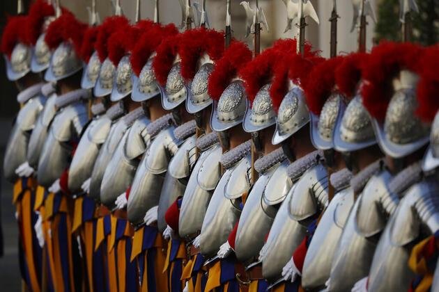 Vatikan'ın kalbinde aşı krizi