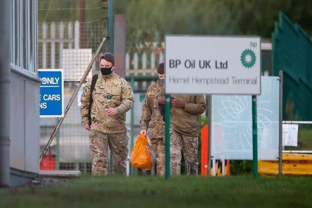 Askerler devreye girmişti... İngiltere'de kriz devam ediyor