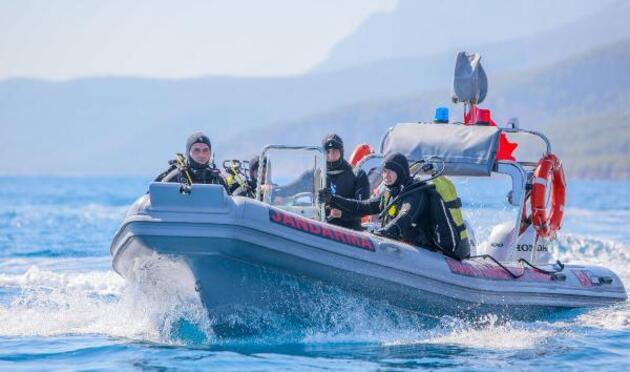 Su altı timleri, 22 metre derinlikteki suç aletini 2 dakikada buldu