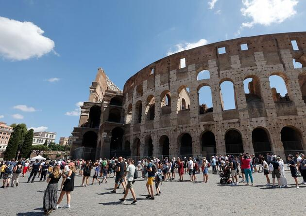İtalya'da gözler pazartesi gününde: Yeniden başlıyor
