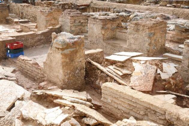Haydarpaşa'da peronlar kaldırıldı; Sığınak, toplu mezarlar, anıt mezar....