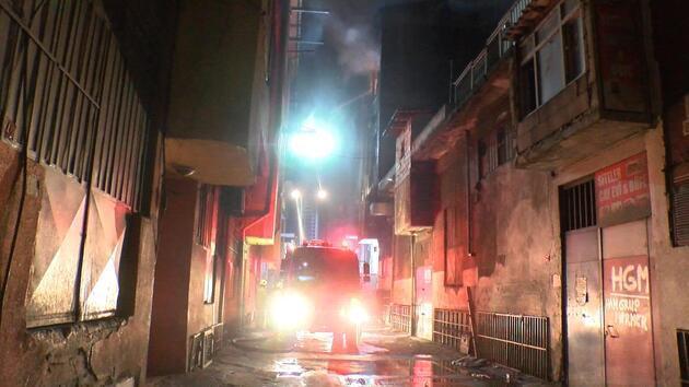 Bayrampaşa'da iş yeri alev alev yandı