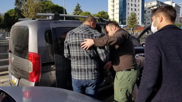 67 yaşındaki kadını 800 bin lira dolandıran çete çökertildi