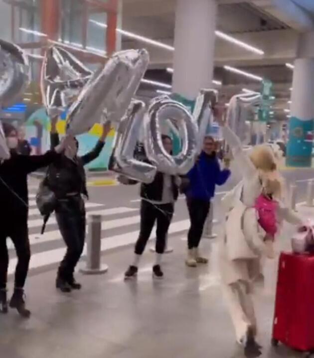 Aleyna Tilki, Türkiye'ye tatile geldi! Havaalanı kapısında dans