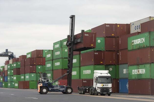 İngiltere'de nakliye krizi: Limanda birikiyorlar