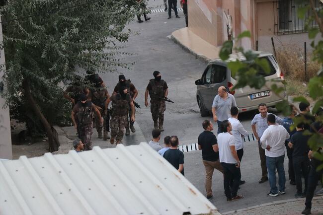 İzmir'de silahlar çekildi! Gözaltılar var