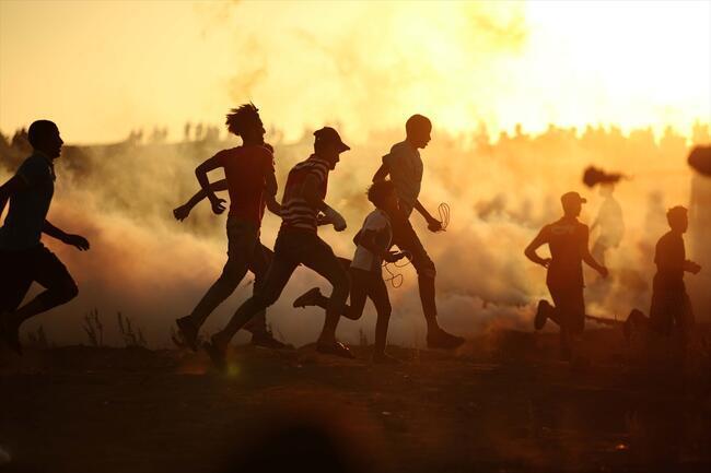 Dumanların arasından umuda koşuş
