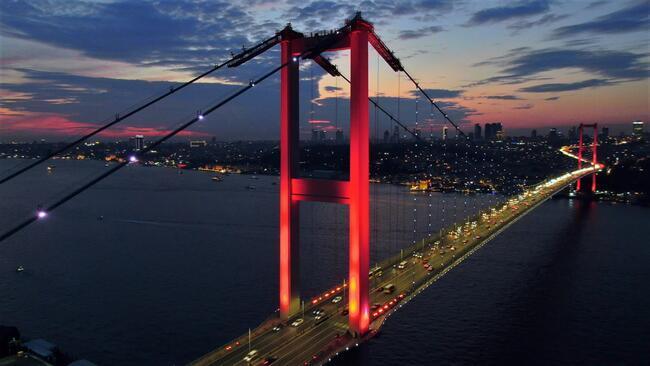 İstanbul semalarında masalsı görüntüler