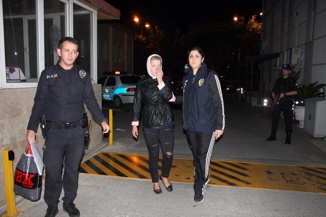 Yer: Manavgat... 'İsveçli özgür kız' polisi çileden çıkardı