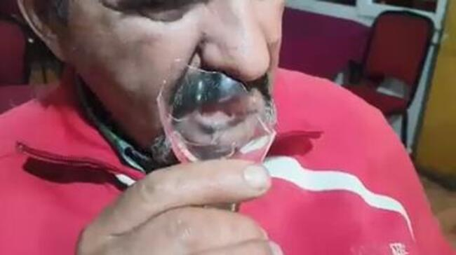 40 yıldır cam yiyor ile ilgili görsel sonucu