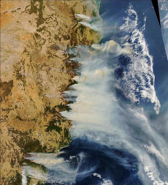 NASA böyle görüntüledi: Bir kıta yanıyor!