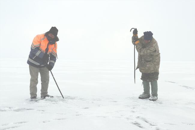 Türkiye'nin en yüksek rakımlı gölü buz tuttu