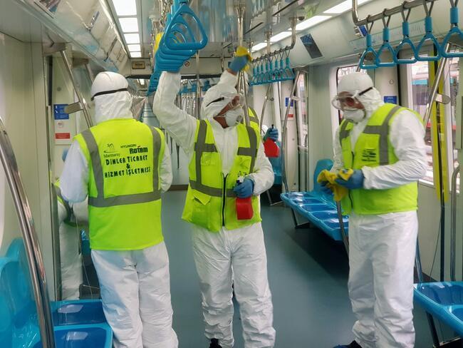 Marmaray özel ekip tarafından böyle temizleniyor