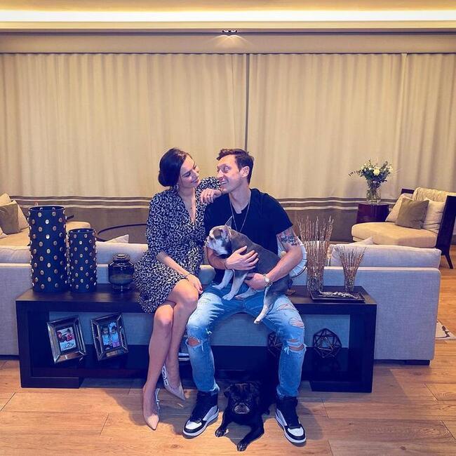 Mesut Özil'in eşi Amine Gülşe'den müjdeli haber