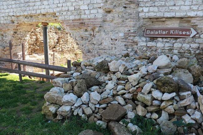 Hz. İsa'nın çarmıha gerildiği haçı koruyan taş sandık bulundu