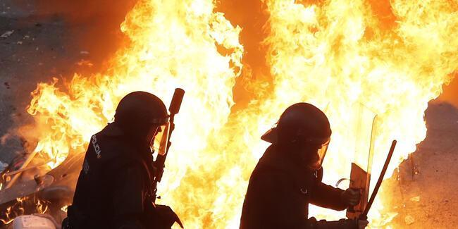 İspanya'da hayat durdu! Ateşe verdiler