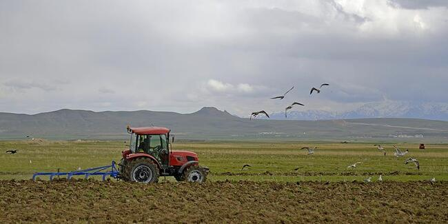 Bakanlıktan tarladaki çiftçiye Kovid-19 uyarısı