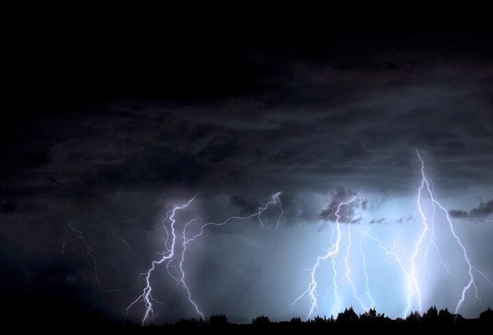 Polonya'da şimşek fırtınası: 5 ölü, 3 kayıp, 150'den fazla yaralı