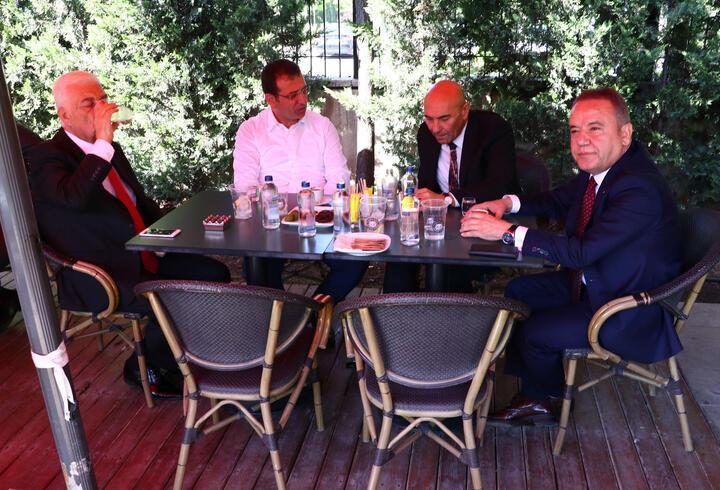 CHP amp 39 li büyükşehir belediye başkanları toplandı