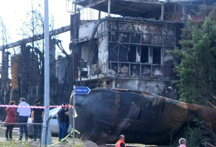 Tuzla'daki fabrika yangınından geriye bu görüntü kaldı