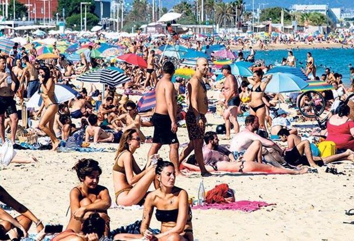Avrupa'da 2. dalganın sorumlusu 'turistler'