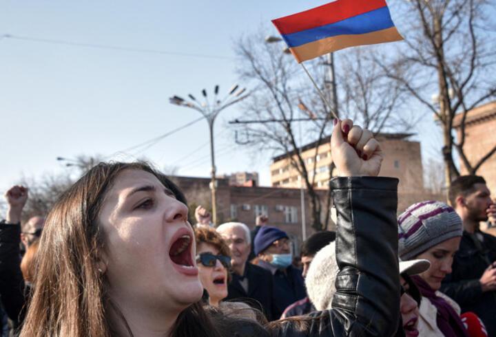 Son dakika... Ermenistan'da muhalif göstericiler hükümet binasını bastı