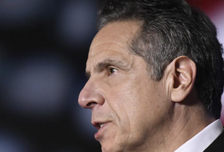 New York Valisi Andrew Cuomo, özür diledi
