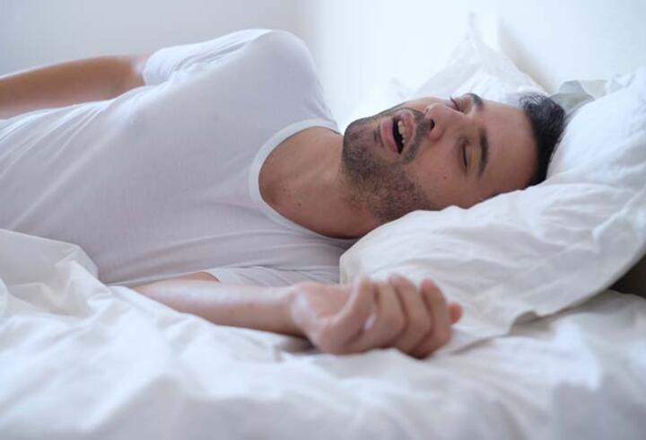Evde kalarak artan kilolar uyku apnesini tetikliyor