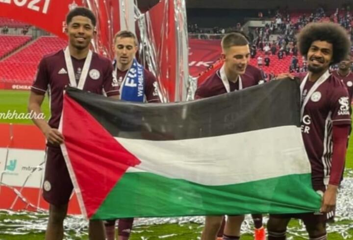 Hamza Choudhury ve Wesley Fofana Filistin bayrağı açtı
