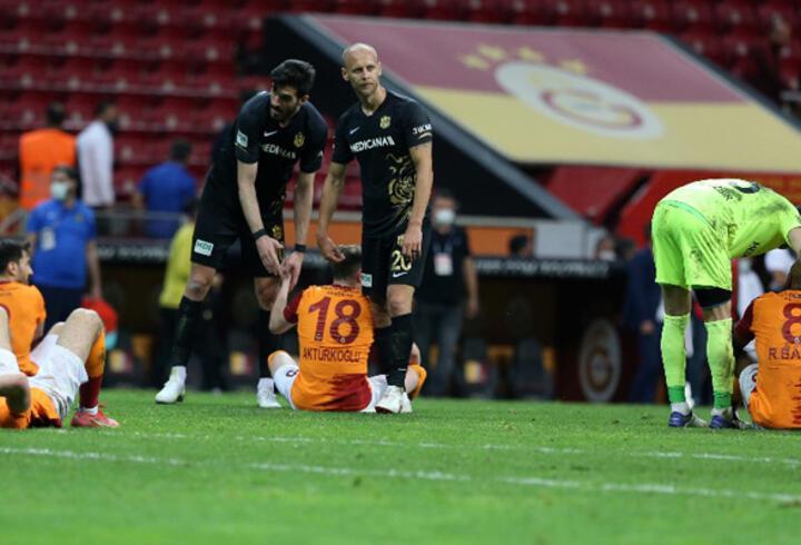 Galatasaraylı futbolcular maçın ardından yıkıldı!